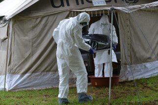 El equipo apunta al funeral de un curandero en Guinea que estuvo en cont...