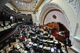 El Parlamento venezolano aprobó una reforma a la ley de telecomunicacion...