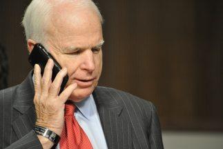El senador republicano John McCain en 2007 patrocinó un plan de reforma...