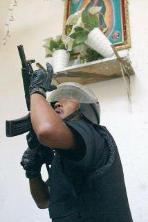 Elementos de la policía capitalina detuvieron en calles de la colonia Mo...