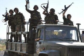 Los activistas sirios volvieron a salir a la calle este viernes para par...