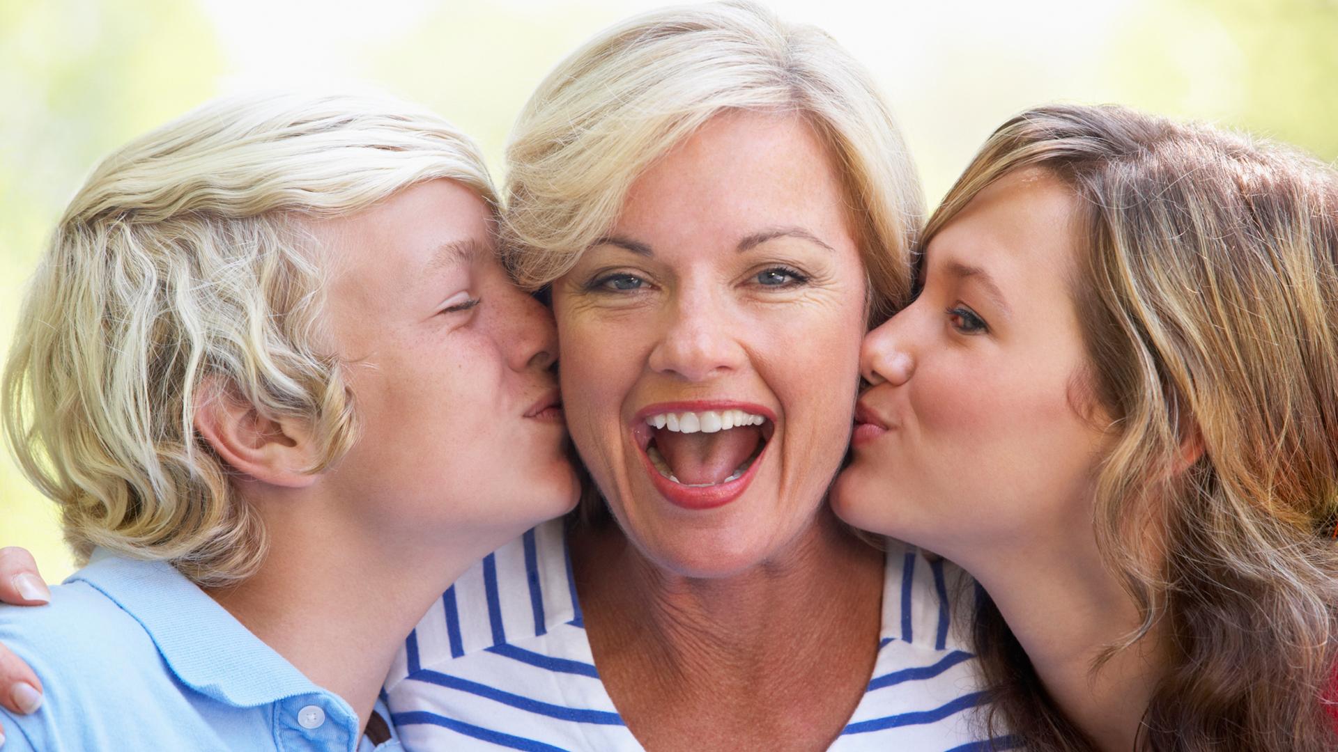 Фото мама с друзьями сына, Мама и сын » Инцест фото. Порно мамы и сына, папы 15 фотография