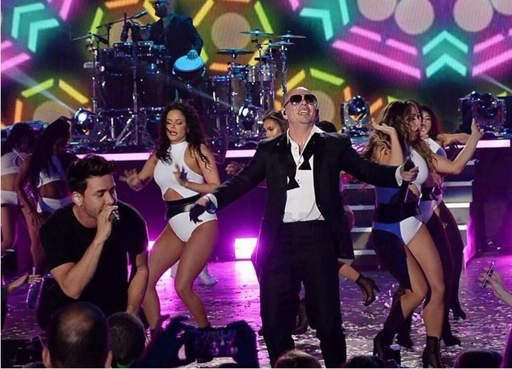 Pitbull y Prince Royce reciben el 2016 con 'hot party' en Miami