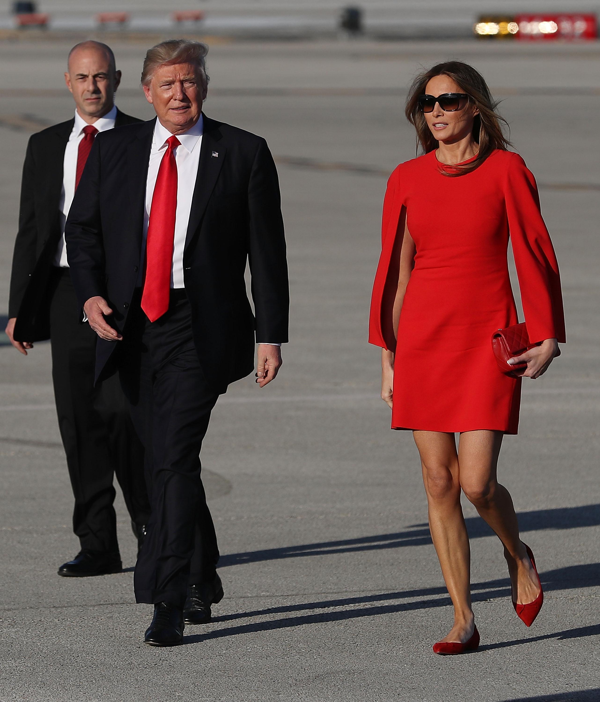 A Melania Trump siempre le ha gustado el lujo, pero su vestido Chanel para  la cena de estado es un verdadero exceso - Univision