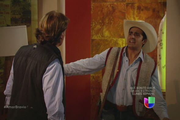 Uno de los trabajadores de Buenaventura le dice a Mariano que Isadora sa...