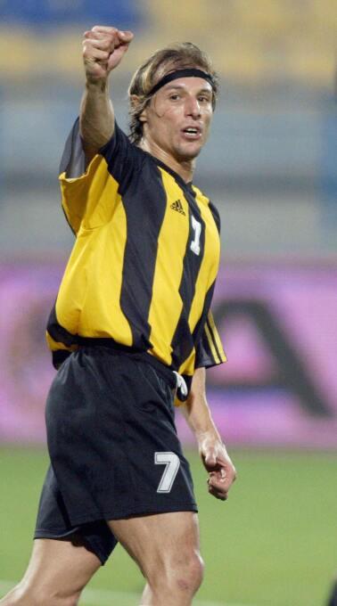 El argentino Claudio Paul Caniggia dejó el fútbol por primera vez en el...