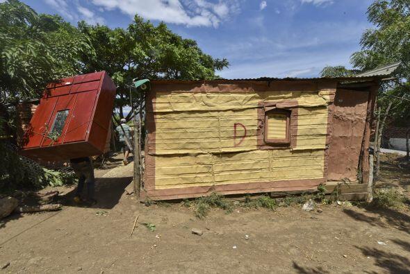 Un colombiano que fue deportado volvió a cruzar sus pertenencias a travé...