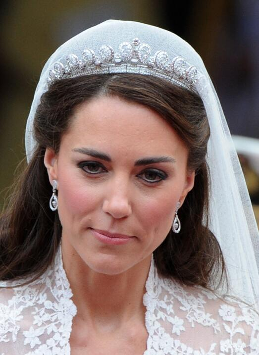 El día de la boda real Kate Middleton usó otra joya presta...