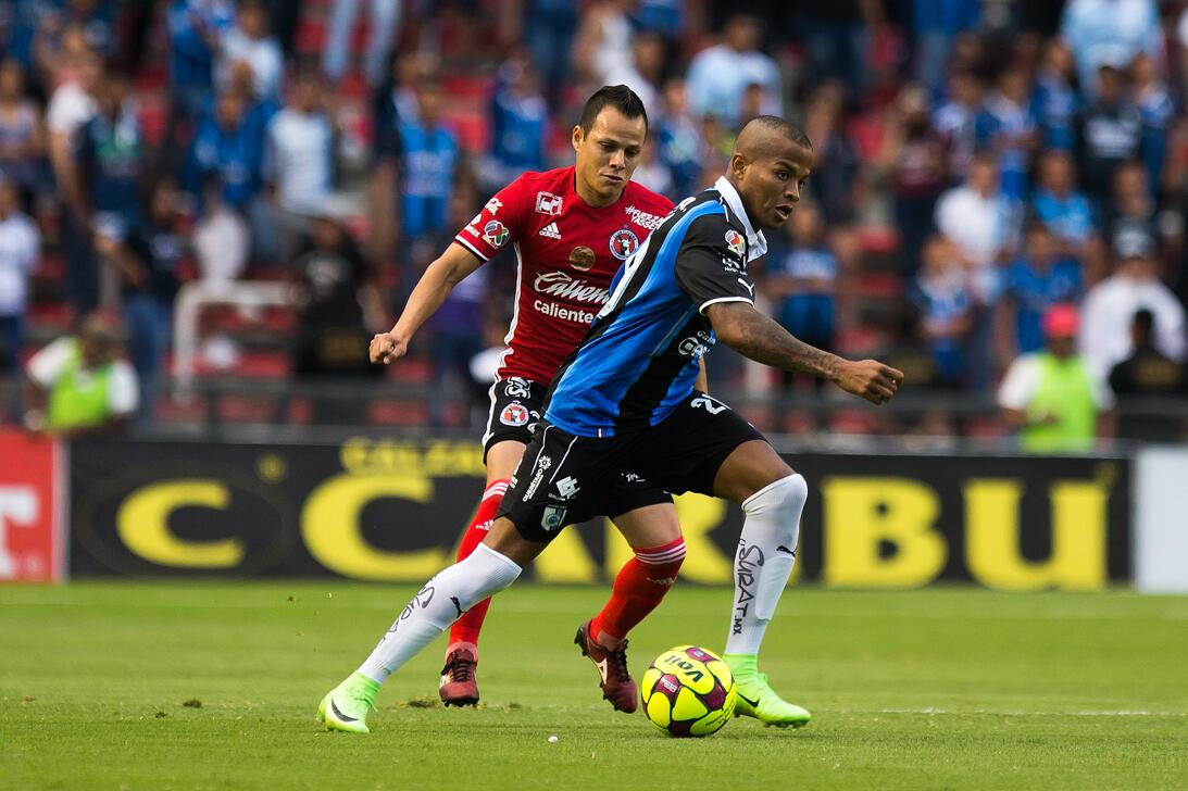 Los Xolos liquidaron a los Gallos en el Estadio Corregidora Juan Nunez T...