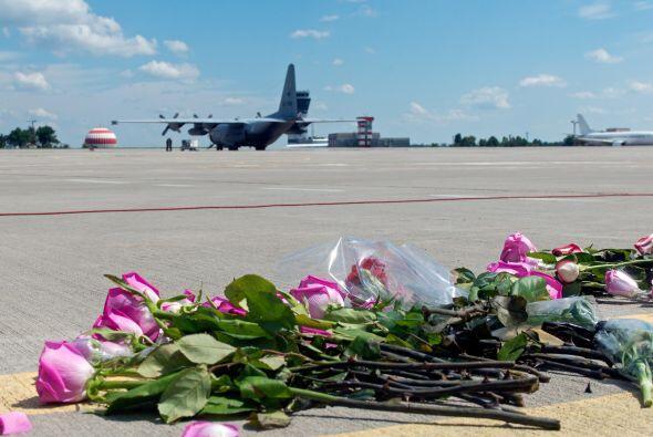 Los restos de las víctimas llegaron en un avión Hércules y un Boeing. At...