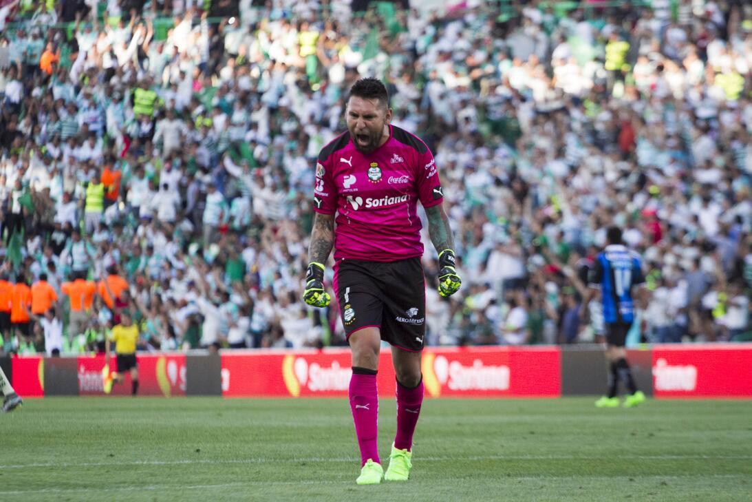 Santos gana a Querétaro y sueña con calificar Jonathan Orozco Santos.jpg