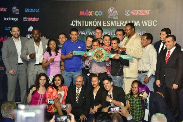 Entre los invitados estuvieron el ex campeón mundial completo, Larry Hol...