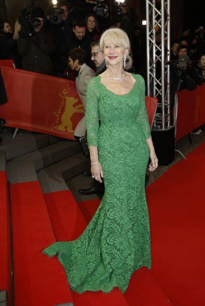 Así de elegante llegó Helen Mirren a la premier en Berl&ia...