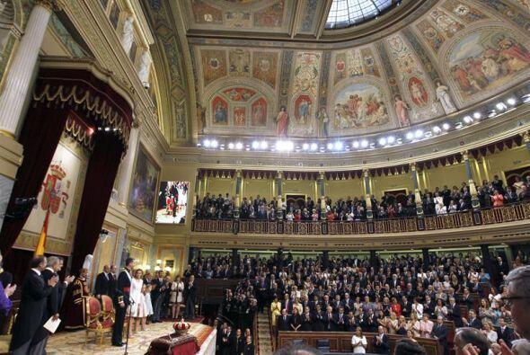 El Congreso en pleno y decenas de invitados, presenciaron la llegada de...