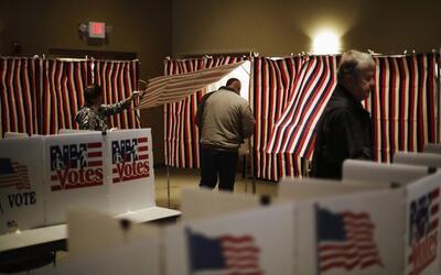 Un votante durante las primarias de febrero en New Hampshire.