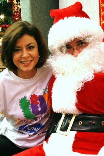 Santa Claus estuvo presente en la repartición de juguetes.