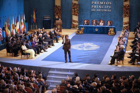 17.- El día 3 de septiembre del 2008, le fue otorgado el Premio Príncipe...