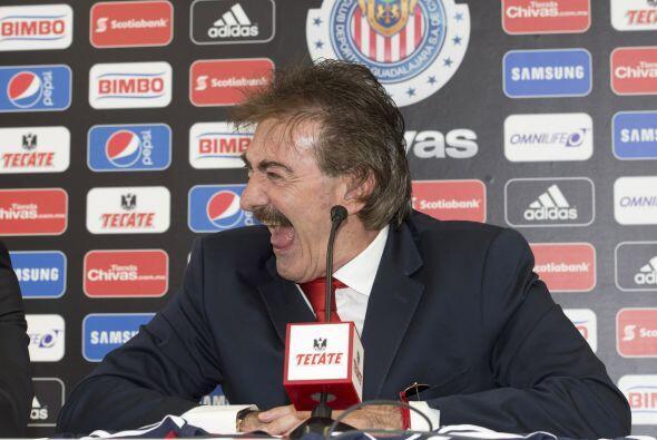 Tras su presentación como técnico del Guadalajara, Ricardo LaVolpe se pu...