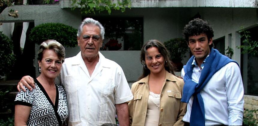 En esta imagen del 2008, Kate del Castillo y Aarón Díaz compartiendo con...