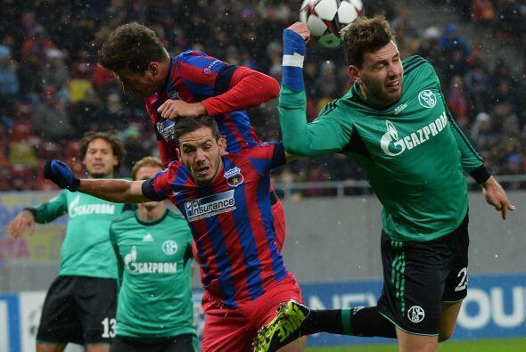 Finalmente, el Schalke 04 sacó un empate sin goles del estadio del Steau...