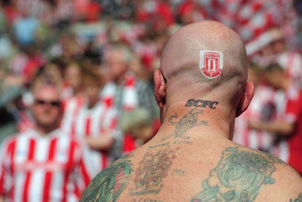 Pero este tipo sí tiene su pasión por el Stoke City muy a flor de piel,...