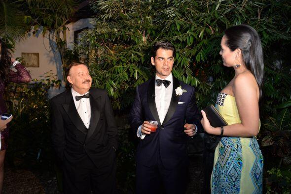 El novio y los invitados esperaban ya a la novia.