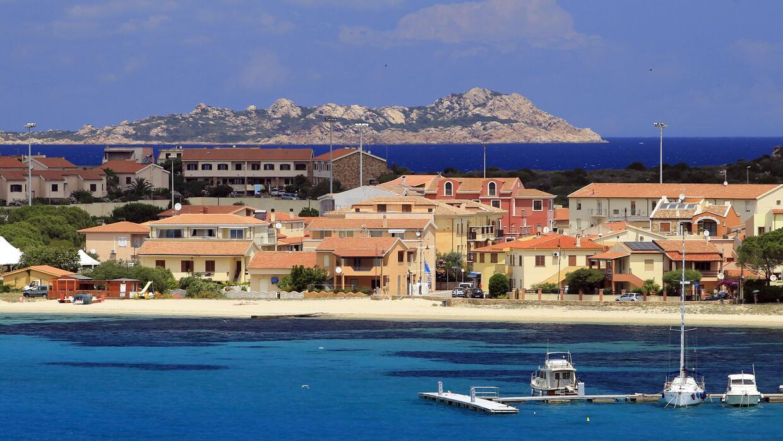 En el pueblo de Ollolai, ubicado en Sardinia, Italia, el alcalde está ve...