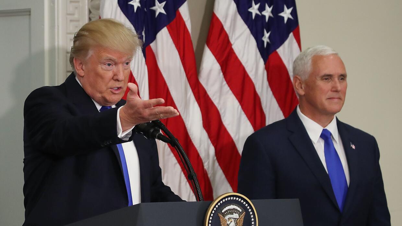 El presidente Donald Trump junto al vicepresidente Mike Pence durante la...