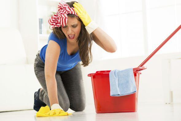 Muchas amas de casa son fanáticas del vinagre o el limón para limpiar to...