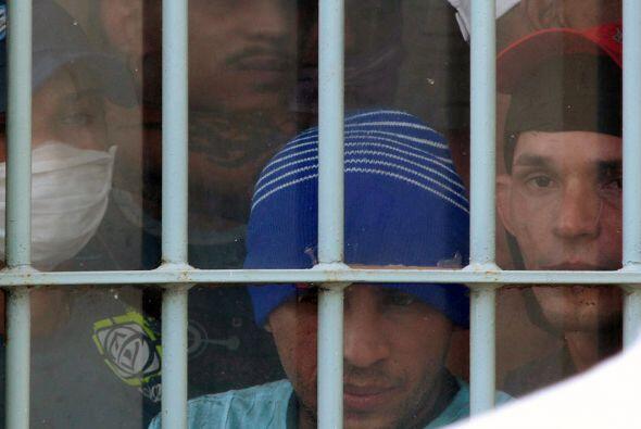 Después de 30 horas de rebelión, los presos accedieron a liberar a los c...