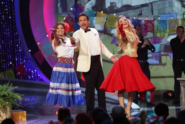 Y todo comenzó bailando.... el actor Jorge Aravena se dejó llevar por lo...