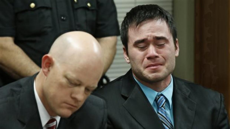 Daniel Holtzclaw llora al escuchar el veredicto en su juicio celebrado e...