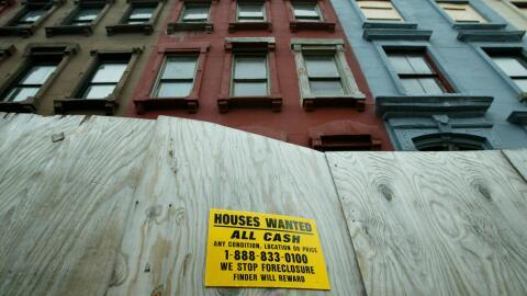 Un conjunto de edificios en venta en Harlem, en 2003. Desde entonces, el...