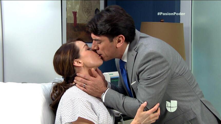¡Julia y Arturo se pusieron muy románticos! 0C1D6D27B836469BA99CAC70166B...