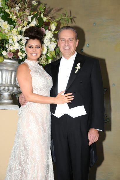 El 31 de marzo del 2012 contrajo nupcias con el abogado Juan Collado.