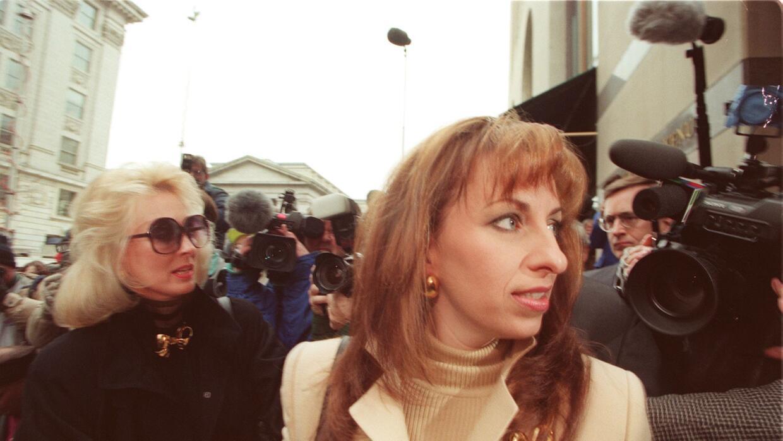 Paula Jones llegó a un acuerdo extrajudicial con Bill Clinton por cerca...