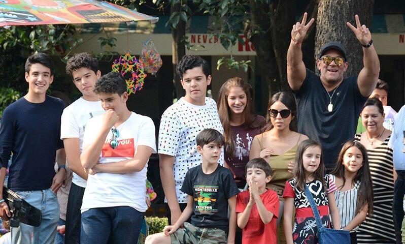 Mayrín Villanueva, Eduardo Santamarina y sus hijos