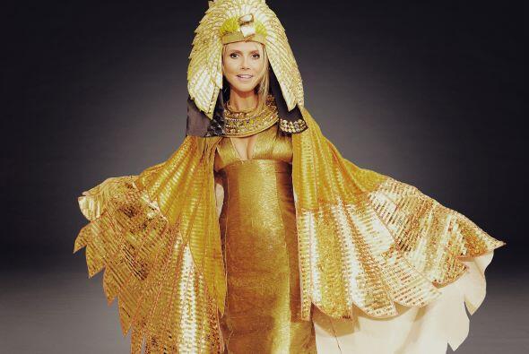 Klum es famosa por sus disfraces de impacto y por dar una fiesta de Hall...