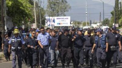 Marchan policías rumbo a la CEDH, presentarán queja por despido