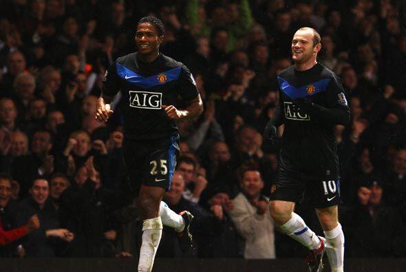 Antonio Valencia y Wayne Rooney marcaron en la victoria 4-0 del 'Man-U'.