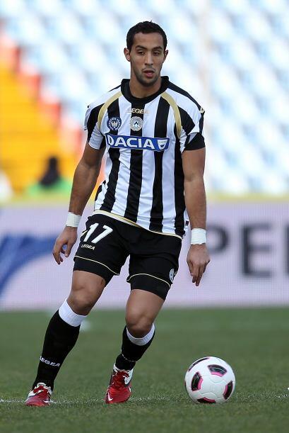 Benatia marcó el primer gol para la goleada de Udinese por 4-0.