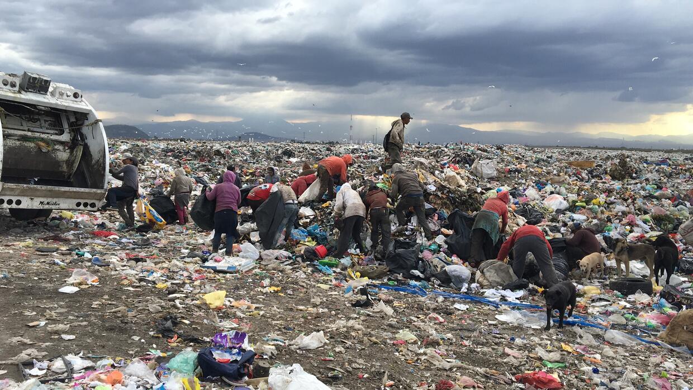 En el basurero Bordo de Xochiaca, en las afueras de la Ciudad de M&eacut...