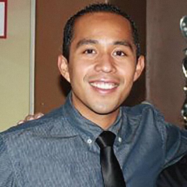 6. Luis Domínguez, estadounidense de madre mexicana y padre hondureño, i...