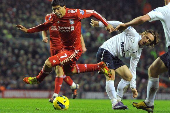 Más tarde fue turno del atacante del Liverpool para recibir algunas faltas.