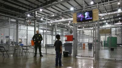 Llevan a niños migrantes a un centro donde abusaron de 3 menores y a otros bajo escrutinio