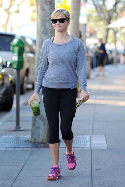 Reese Witherspoon también está al pendiente de la última tendencia en ro...