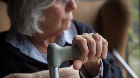 La enfermedad de Alzheimer que, se cree, es causada por una acumulación...