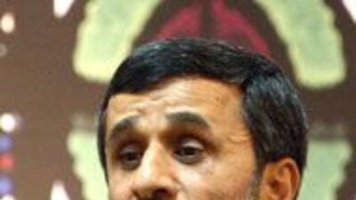 El presidente de Irání, Mahmud Ahmadinejad instó al diálogo asu homólogo...