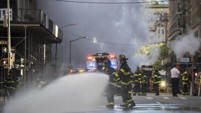 Explosión de tubería deja a cinco personas heridas en la Ciudad de Nueva York