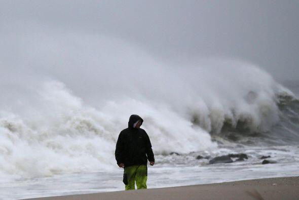 El temido Huracán Sandy inició su golpiza de la costa de Nueva Jersey....